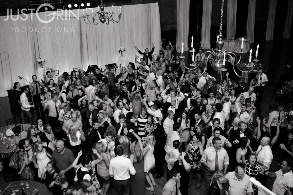 Packed_dance_floor